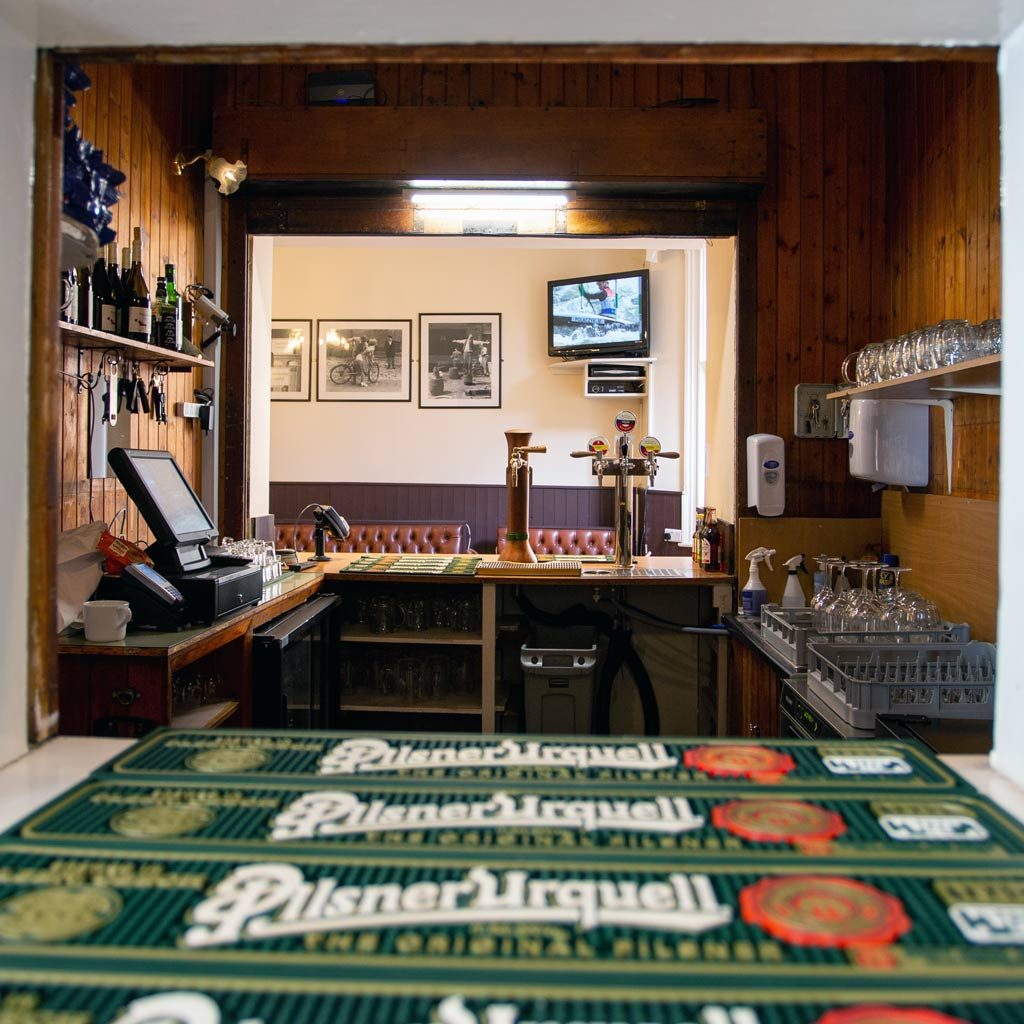 Bar hatch beer